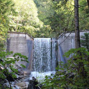 Wasserfall auf dem Weg